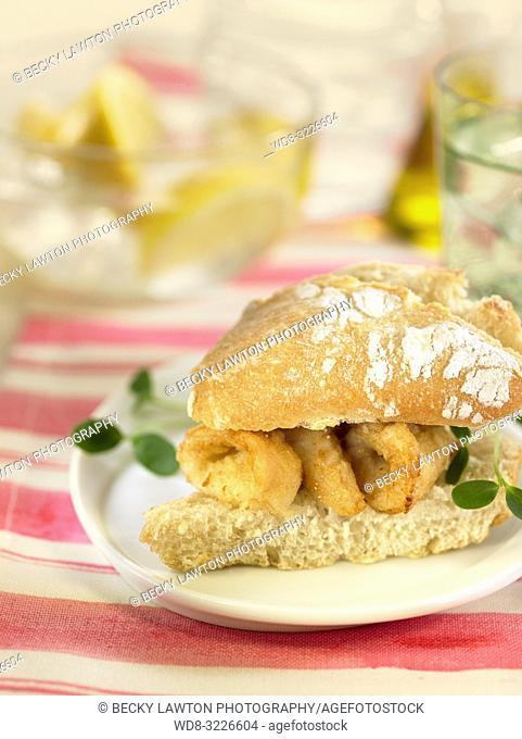 mini de calamares / mini-sandwich of squid