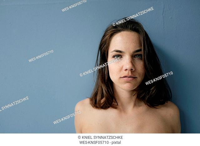 Portrait of a pretty woman with bare shoulders
