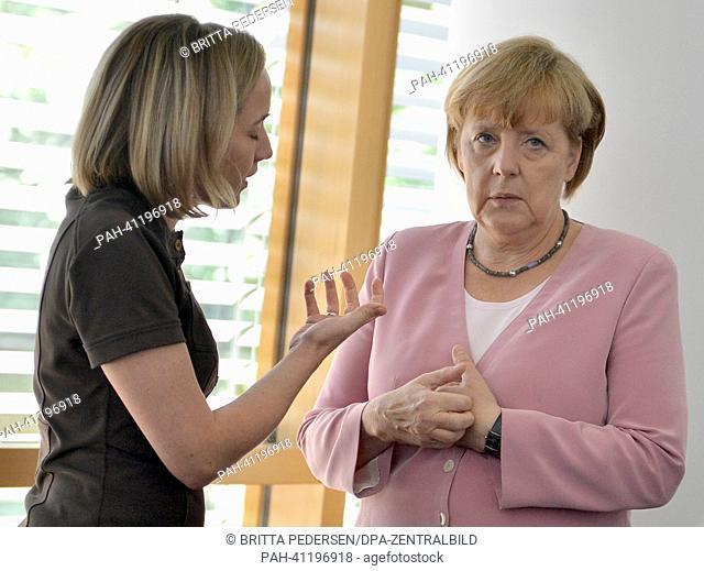 Kristina Schroeder (CDU, L), German family minister, and German chancellor and CDU chairwoman Angela Merkel talk to each other before the CDU presidium meeting...