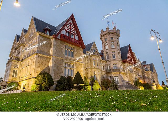 Magdalena Palace at sunset, Santander. Cantabrian Sea. Cantabria Spain. Europe