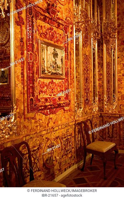GUS Russia St Petersburg Puschkin Castle Zarskoje Selo Palace of Katharina Amber room Historical Amber Room Picture with Amber Frame Inside Picture