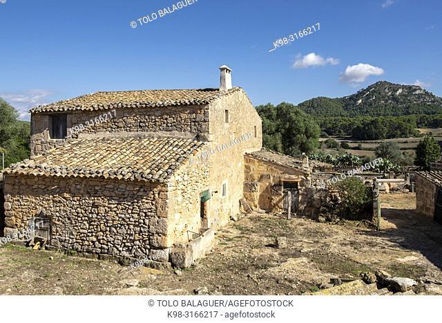 casa rural tipica y Puig de Ses Bruixes, cami de Punxuat, Algaida, Mallorca, balearic islands, Spain