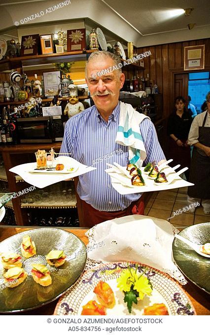 Cook Jose Ramon Elizondo in his restaurant 'Aloña Berri', San Sebastian, Guipuzcoa, Basque Country, Spain