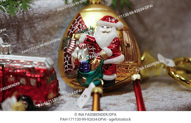Christmas decorations can be seen at the Christmas market in Dortmund, Germany, 30 November 2017. Photo: Ina Fassbender/dpa