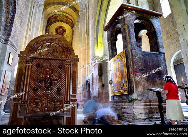 Interior of Svetitsjoveli cathedral, Mtskheta, Georgia