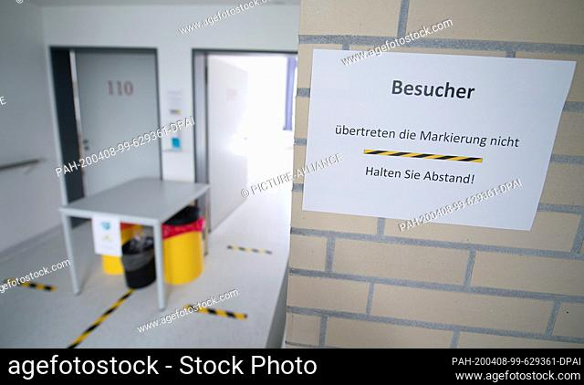 06 April 2020, Baden-Wuerttemberg, Künzelsau: A sign in an isolation ward in a former clinic, hanging in front of patients' rooms