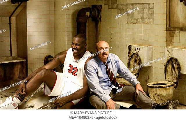 SCARY MOVIE 4 [US 2006] [L-R] SHAQUILLE 'SHAQ' O'NEAL, DR. PHIL MCGRAW spoof Saw