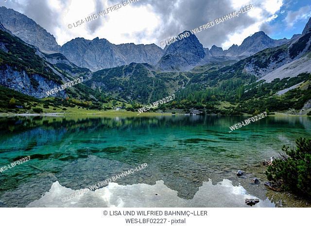 Austria, Tyrol, Wetterstein Mountains, Mieminger Kette, Ehrwald, Lake Seebensee, Sonnenspitze, Schartenkopf and Vorderer Drachenkopf