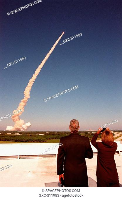 10/29/1998 --- From the roof of the Launch Control Center, U.S. President Bill Clinton and First Lady Hillary Rodham Clinton track the plume and successful...