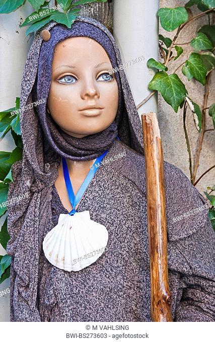 pilgrim dummy with scallop shell, France, Pyrnnes-Atlantiques, St.-Jean-Pied-de-Port