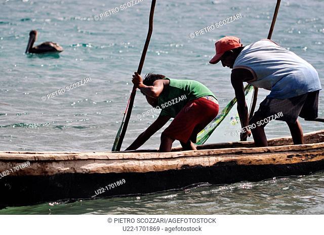 San Blás Panama: fishermen at work by Diadup, a little island of Kuna Yala