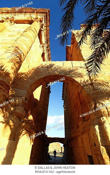 Arch of Antoninus Pius, Roman ruins, Sbeitla Archaelogical Site, Tunisia, North Africa, Africa