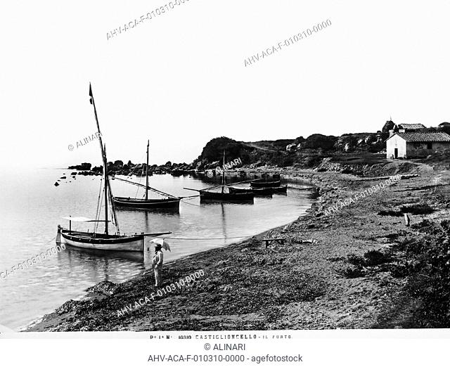 Port of Castiglioncello, shot 1900 ca. by Alinari, Fratelli