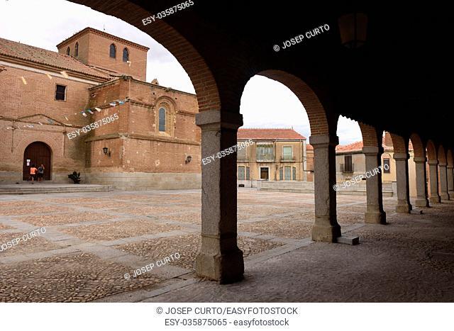 Arch and church of Madrigal de las Altas Torres, Avila province, Castilla Leon, Spain
