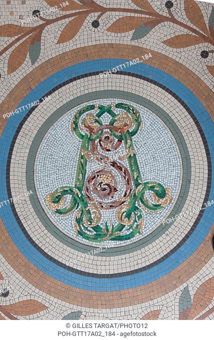 Paris, boulevard Saint Michel, lycee saint louis, entrance hall and monogram of Saint Louis, Photo Gilles Targat