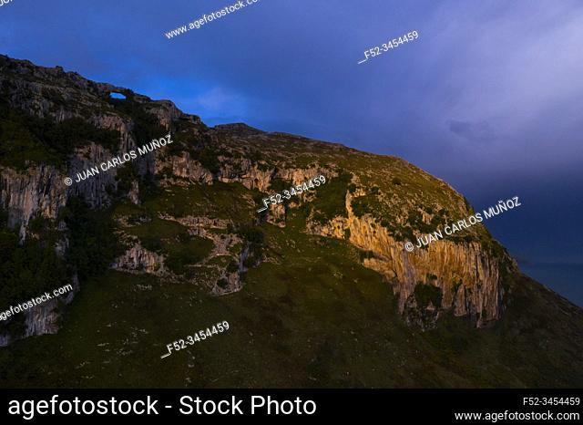 Mount Candina, Sonabia, Castro Municipality, Liendo Valley, Montaña Oriental Costera, The Way of Saint James, Cantabrian Sea, Cantabria, Spain, Europe