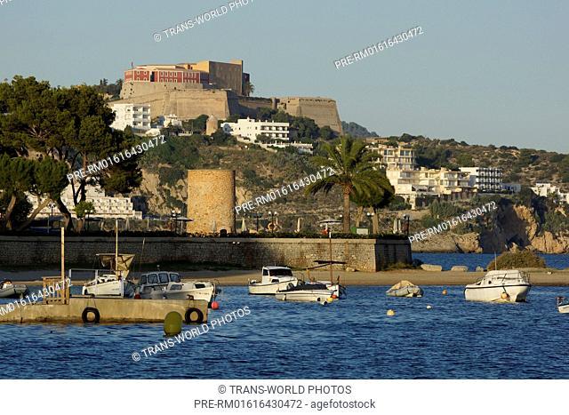 View on Dalt Vila (oldtown), Ibiza city, Ibiza, Spain / Blick auf Dalt Vila (Altstadt), Ibiza-Stadt, Ibiza, Spanien