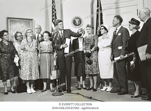 Older Peace Corps volunteers visit President John Kennedy at the White House. Aug. 30, 1962. (BSLOC-2015-2-226)