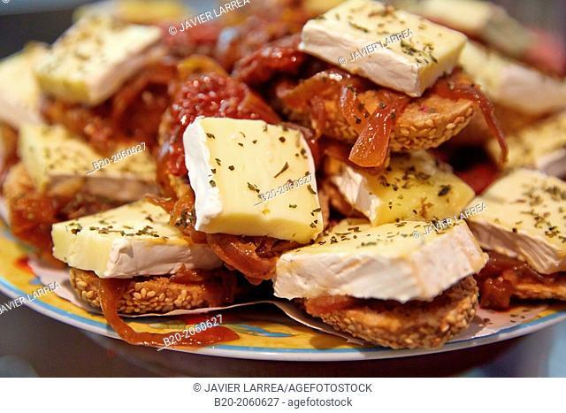 Camembert cheese, 'pintxos' at Bar Txondorra in ol town, Donostia (San Sebastian), Gipuzkoa, Basque Country, Spain