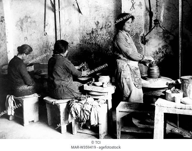 ash finisher of alabaster, Volterra 1930-40