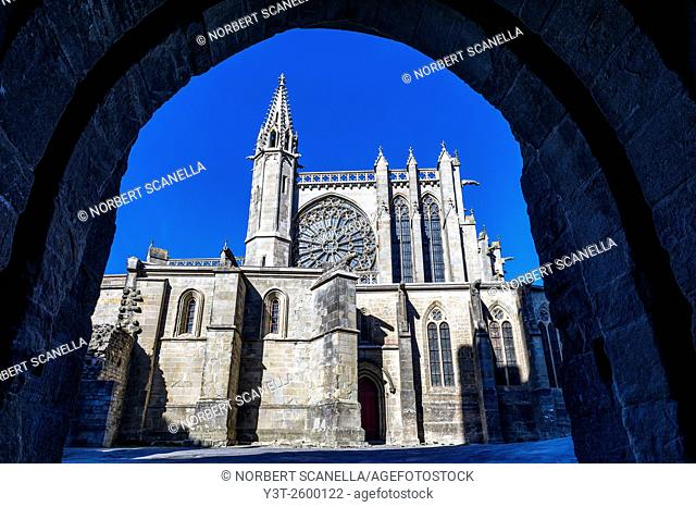 Europe. France. Languedoc-Roussillon. Aude. Carcassonne. La Cite. The medieval fortified town. The church
