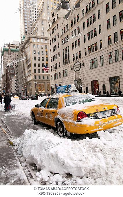 Snow Storm, December 26, 2010, New York City, 5th Avenue, 59th Street vicinity, Manhattan