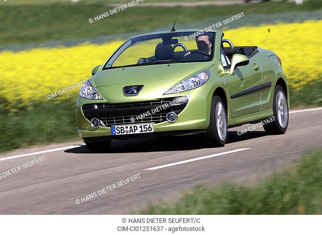 Peugeot 207 CC 120 Sport, model year 2007-, green, driving, diagonal from the front, frontal view, country road, open top