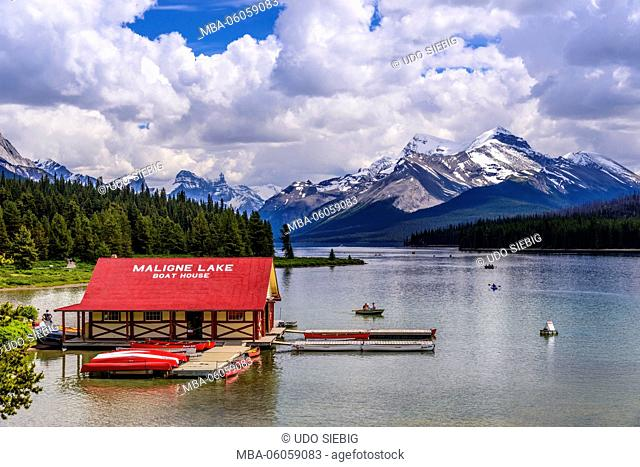 Canada, Alberta, Jasper National Park, Jasper, Maligne Lake to Mount Warren, Mount Charlton and Mount Unwin