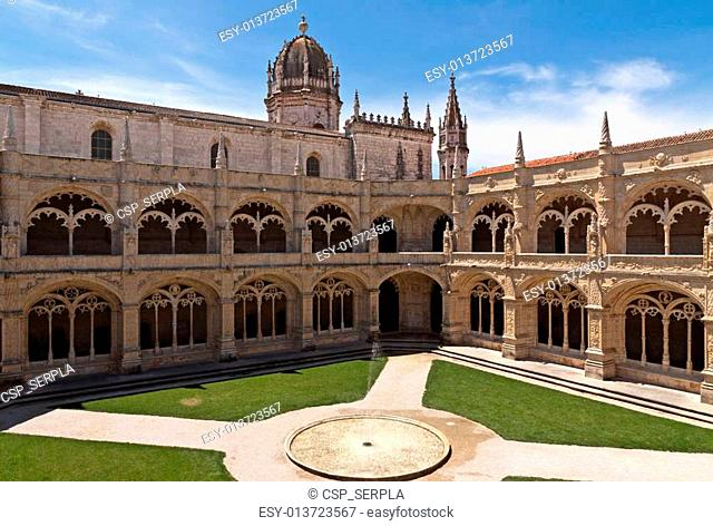 Court with fountain in Jeronimos monastery, Belem. Lisbon