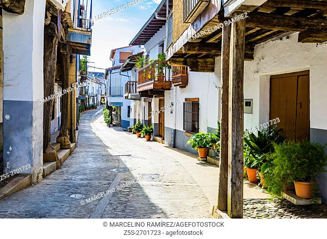Plazuela de la fuente de los Tres Chorros, source of Tres Chorros little square. Jewish Quarter. Guadalupe, Cáceres, Extremadura, Spain, Europe