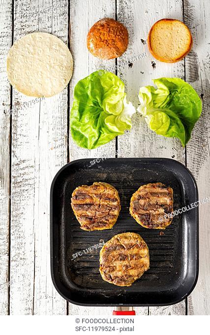 Patties, lettuce and rolls for gluten-free veggie burgers