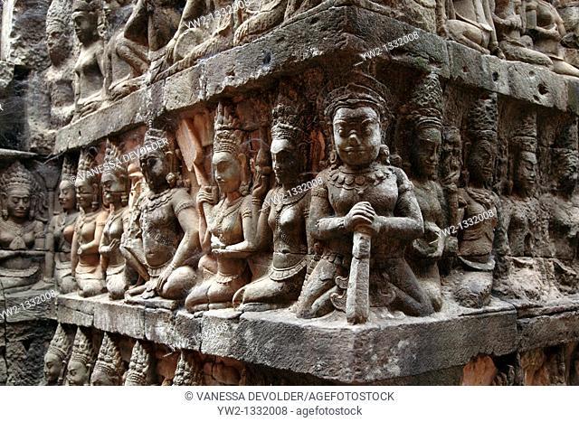 Terrace of the Leper king at Angkor, Cambodia  V10CAM0105RM