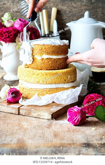 Sprinkle the rose water layer cake with meringue