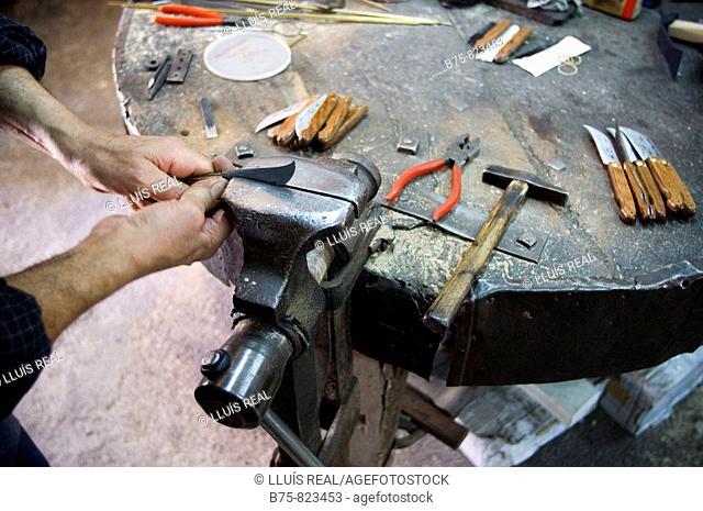 Muro, isla de Mallorca. Guinaveter, cuchilleria. Herreria, herrero, ferreria. Herramientas, cuchillos. Hand made, hecho a mano, manual