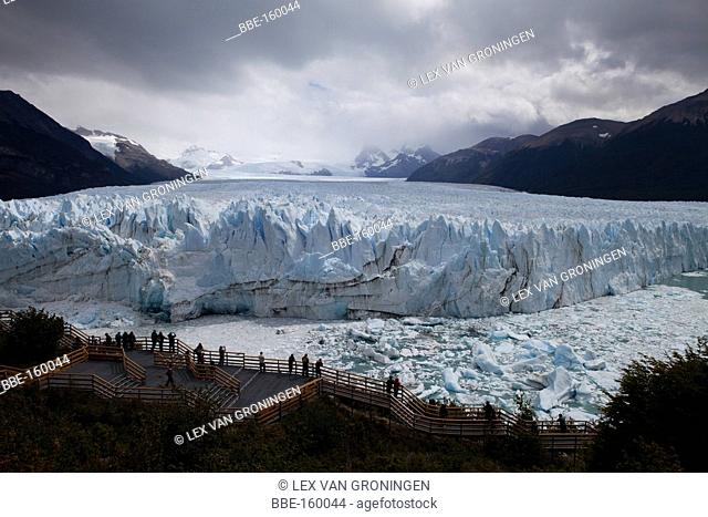 The Perito Moreno Glacier measures 250 km2 of ice, is 30 km in length and is one of 48 glaciers fed by the Southern Patagonian Ice Field