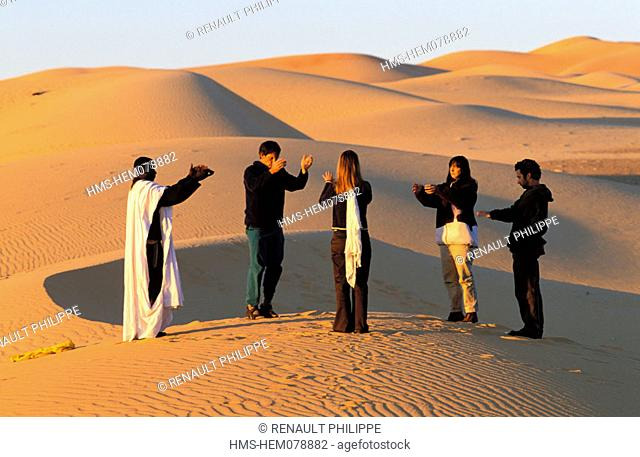 Mauritania, Adrar region, hiking in the desert, morning exercise of Qi Gong