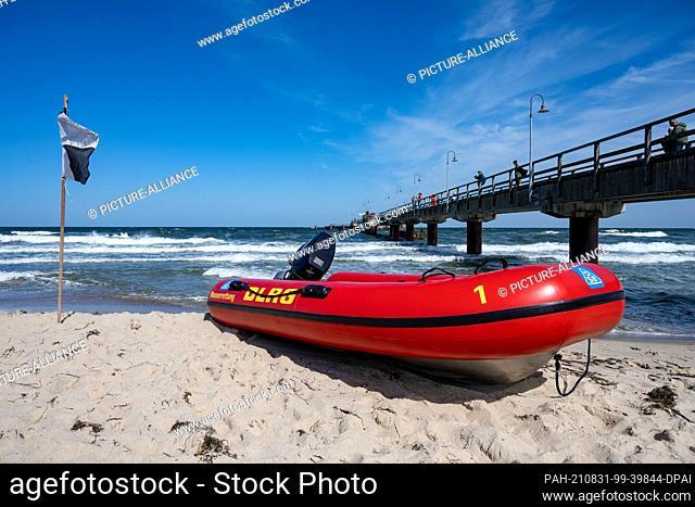 31 August 2021, Mecklenburg-Western Pomerania, Göhren: A boat of the DLRG lies on the Baltic Sea beach of the seaside resort of Göhren