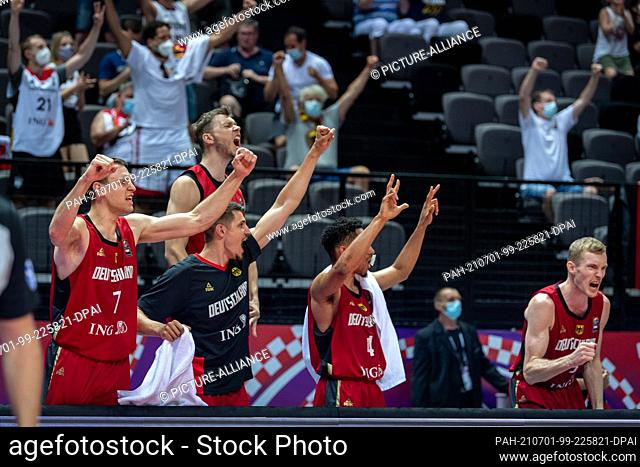 01 July 2021, Croatia, Split: Basketball, Oympia Qualification, FIBA, Group Stage, Group A, Russia - Germany: Germany's Johannes Voigtmann (l-r)