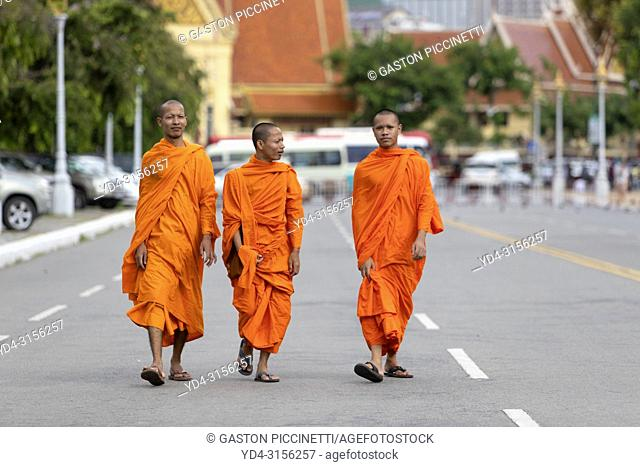 Buddhist monks strolling around the royal palace, Pnom Penh, Kingdon of Cambodia