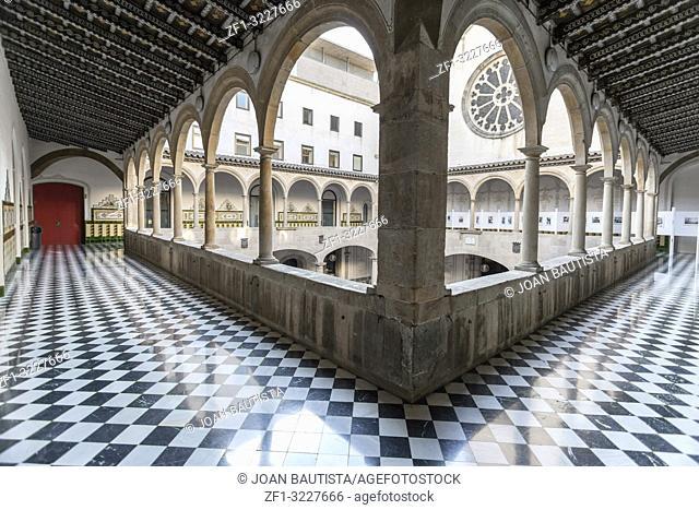 Ancient courtyard, Pati Manning, eighteen century, cultural center, Centre Estudis i Recorsos culturals, El Raval quarter, Barcelona