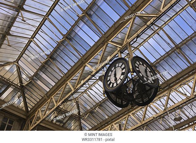 Clock in Waterloo Station