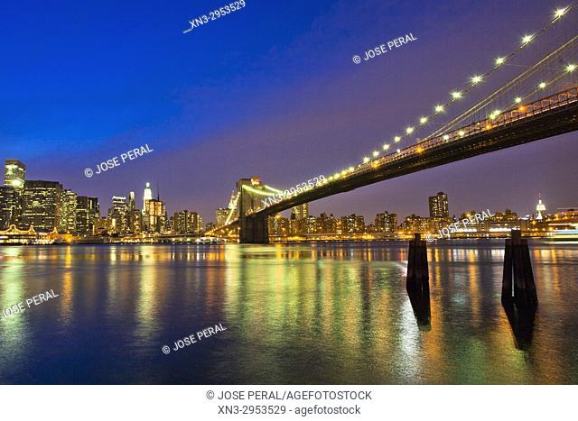 Brooklyn Bridge, Manhattan skyline on background from the Brooklyn promenade, East River, Brooklyn, New York City, New York, USA