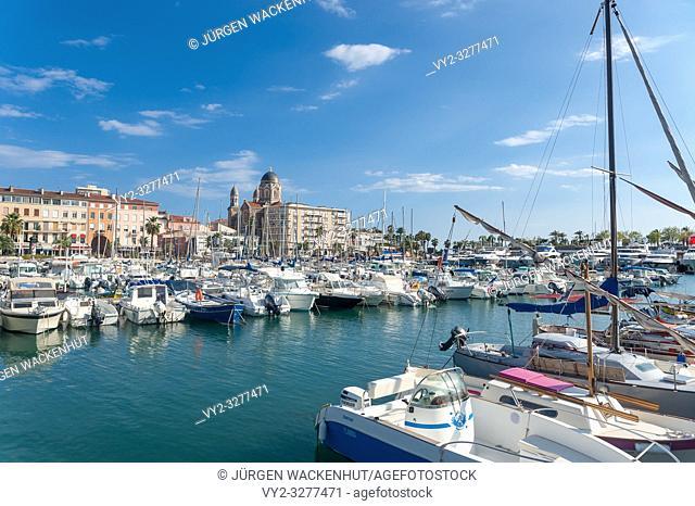 Harbor, in the background the Basilica Notre Dame of Victoire, Saint-Raphael, Var, Provence-Alpes-Cote d`Azur, France, Europe