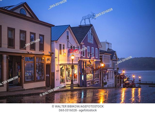 USA, Maine, Mt. Desert Island, Bar Harbor, restaurants along Main Street, autumn, dawn