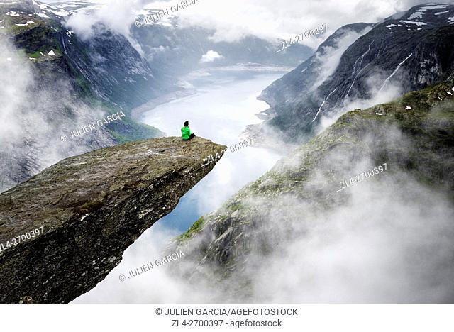 Norway, Hordaland, Hardangervidda region, Odda, Trolltunga (the troll's tongue) 700 metres above lake Ringedalsvatnet