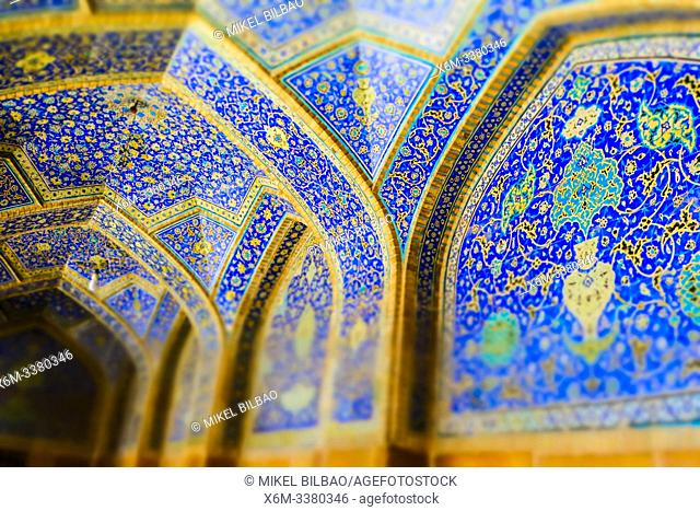 Walls with polichrome tiles. Shah Mosque. Naghsh-e Jahan Square. Isfahan, Iran. Asia