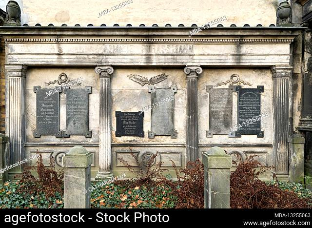 Berlin, Jewish cemetery Berlin Weissensee, largest preserved Jewish cemetery in Europe, antique three-part grave wall, honorary grave