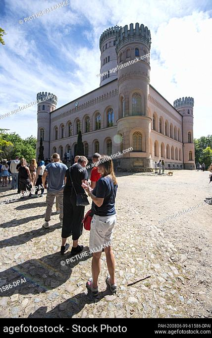 03 August 2020, Mecklenburg-Western Pomerania, Binz: A long queue has formed in front of the Granitz hunting lodge. Due to the Corona rules only a certain...