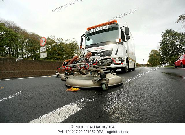 17 October 2019, North Rhine-Westphalia, Dormagen: A vacuum sweeper in use. Soap solution on the A57 near Dormagen leads to the complete closure of the A57...