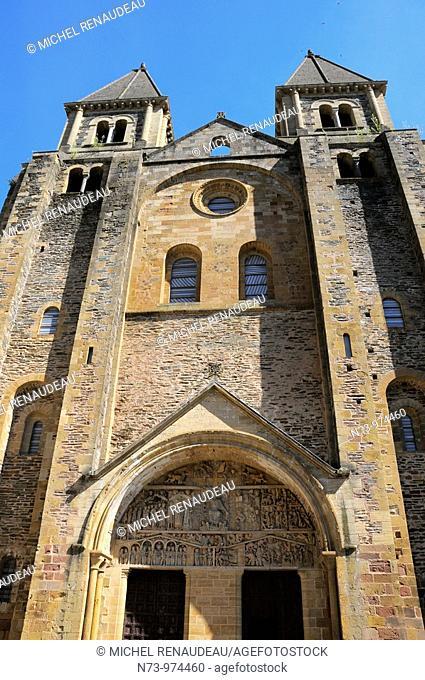 France, Aveyron 12, Conques, abbatiale Sainte Foy du XI et XIIe siècles, étape du pélerinage de Saint-Jacques-de-Compostelle
